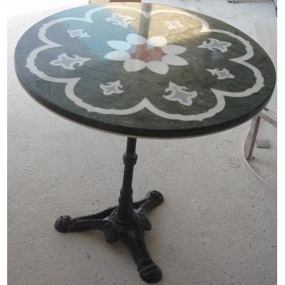Τραπέζι με σιδερένια βάση